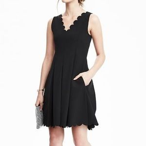 Banana Republic Scallop Pocket Dress. Size 4P